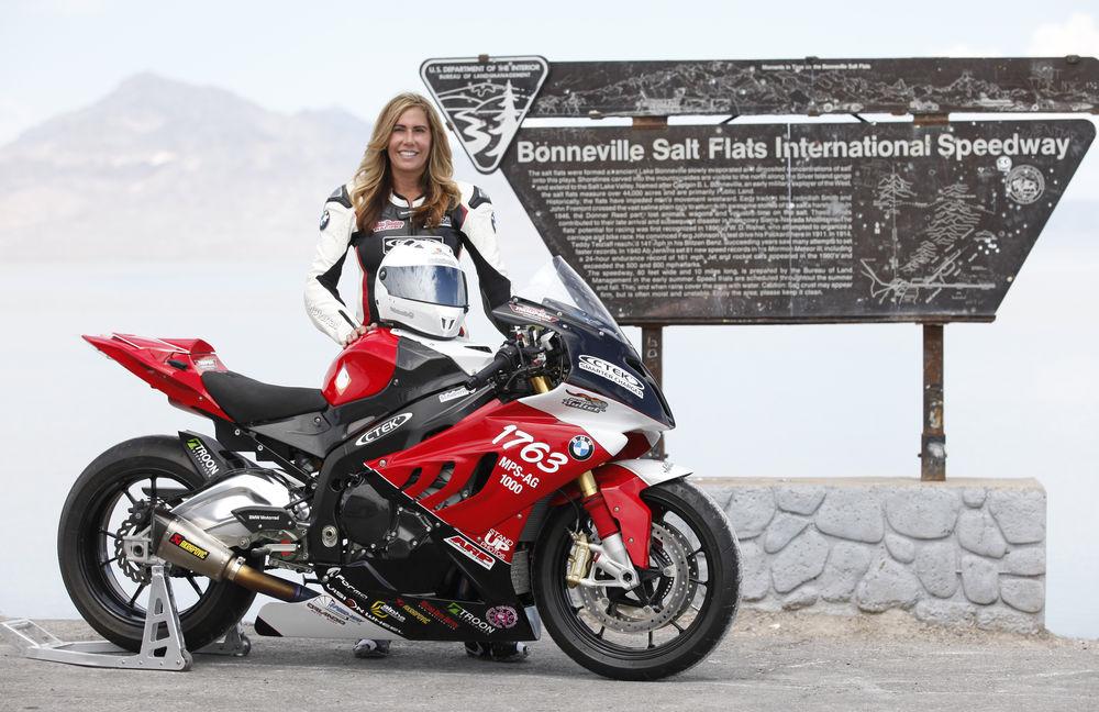 300 mph, valerie, thompson, female, motorcycle, motorcyclist, bonnevile, salt, flats, September, 2016
